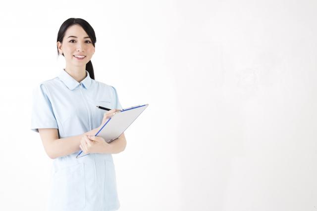 クリニックの女性看護師